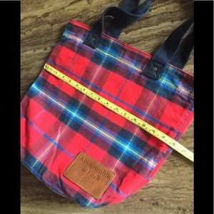 ABERCROMBIE & FITCH PLAID/NAVY REVERSIBLE TOTE